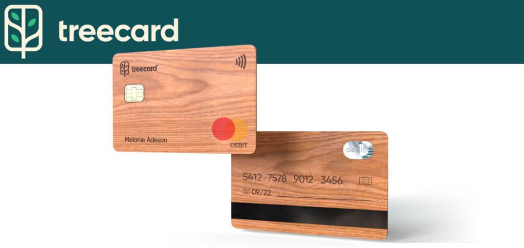 TreeCard, die kostenlose Holz-Debitkarte von Ecosia, ist gebührenfrei für Nutzer/innen. Die Einnahmen aus Bezahltransaktionen werden zu 80% für die weltweite Aufforstung genutzt.