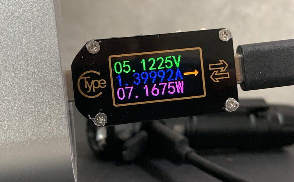Beim Aufladen über den USB-C-Port nimmt der Akku der Wuben-Taschenlampe 7 Watt Leistung auf, was laut Hersteller deutlich schneller lädt als vergleichbare Taschenlampen, die auf Micro-USB setzen.