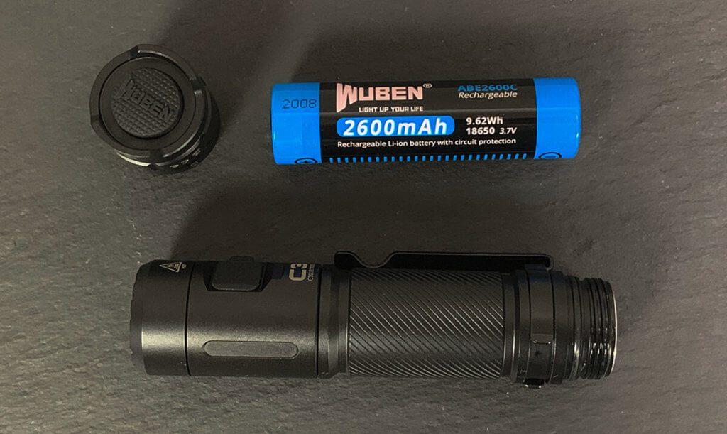 Ein Kriterium bei meiner Auswahl war, dass die Taschenlampe mit einer 18650 Akku geliefert wird. Bei der Wuben C3 ist dies der Fall.
