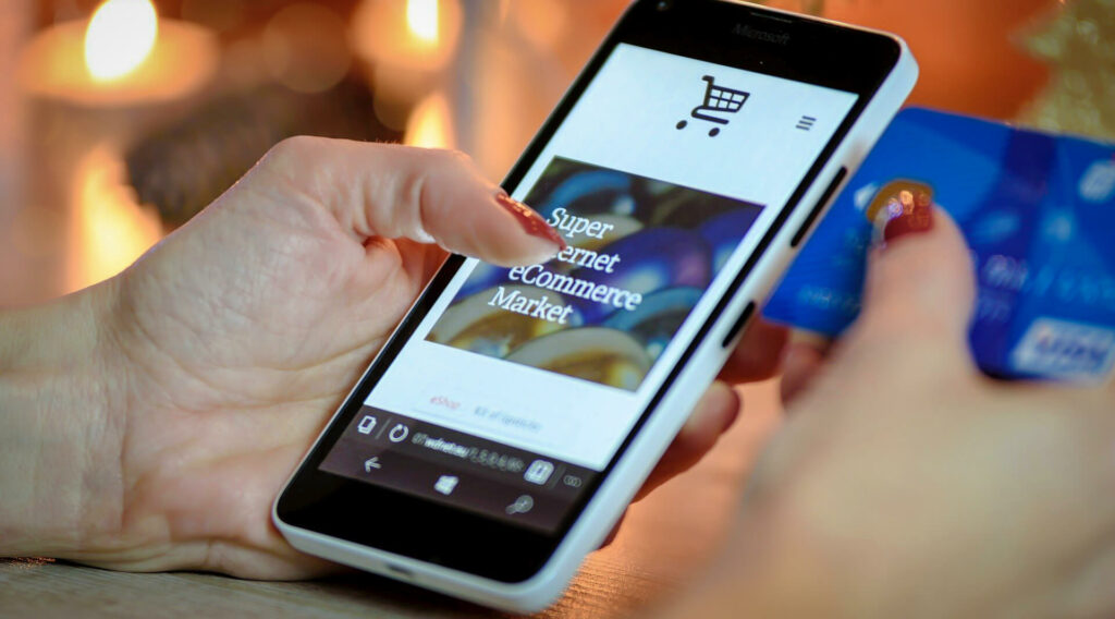 Im Weihnachtseinkauf laufen sehr viele Zahlungen über das Bezahlsystem von Apple (Bild: Photo Mix/Pixabay).
