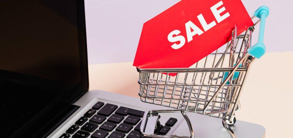 Zum Cyber Monday 2020 könnt ihr noch einmal Deals, Rabatte und andere Spar-Aktionen in Anspruch nehmen. Wenn ihr also den Black Friday verpasst habt, dann spart ihr heute einfach weiter ;)