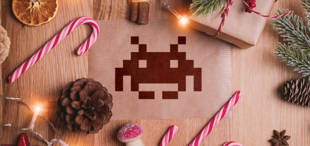 Ob Retro-Gaming, Guthaben für aktuelle Spiele-Plattformen oder Literatur zur Videospiele-Geschichte: Hier findet ihr Geschenkideen für Gamerinnen und Gamer für Weihnachten 2020 :)