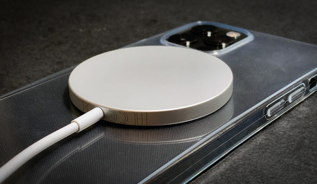 Wer die maximale Ladeleistung möchte, sollte vor allem darauf achten, dass das iPhone kühl bleibt. Eine Hülle ist hier eher kontraproduktiv (Fotos: Sir Apfelot).