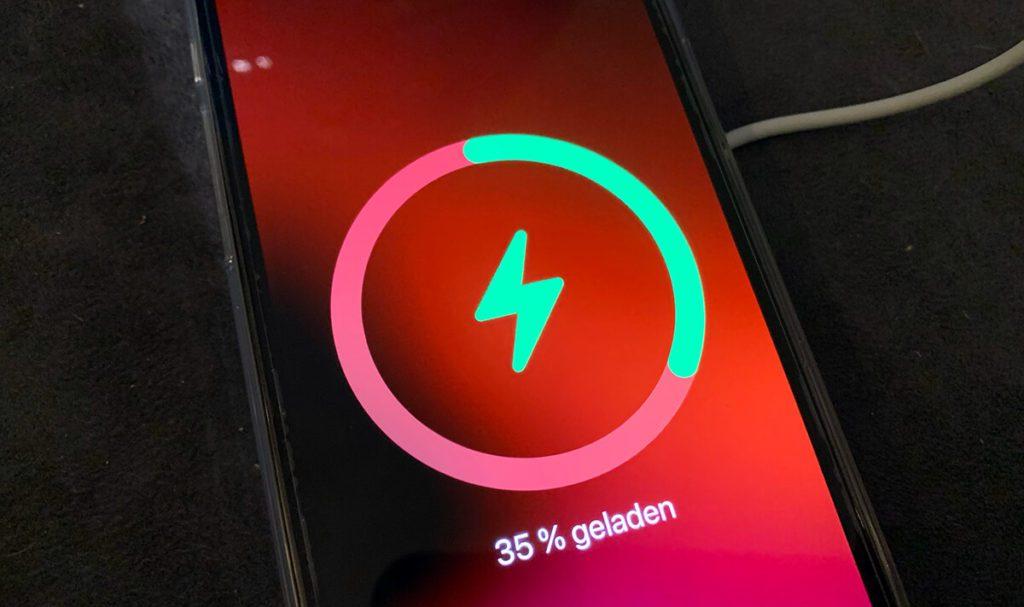 Erkennt das iPhone den MagSafe Ladepuck, bekommt man sogar eine nette Animation zu sehen – viel toller als, wenn man das iPhone mit dem Kabel auflädt. :D