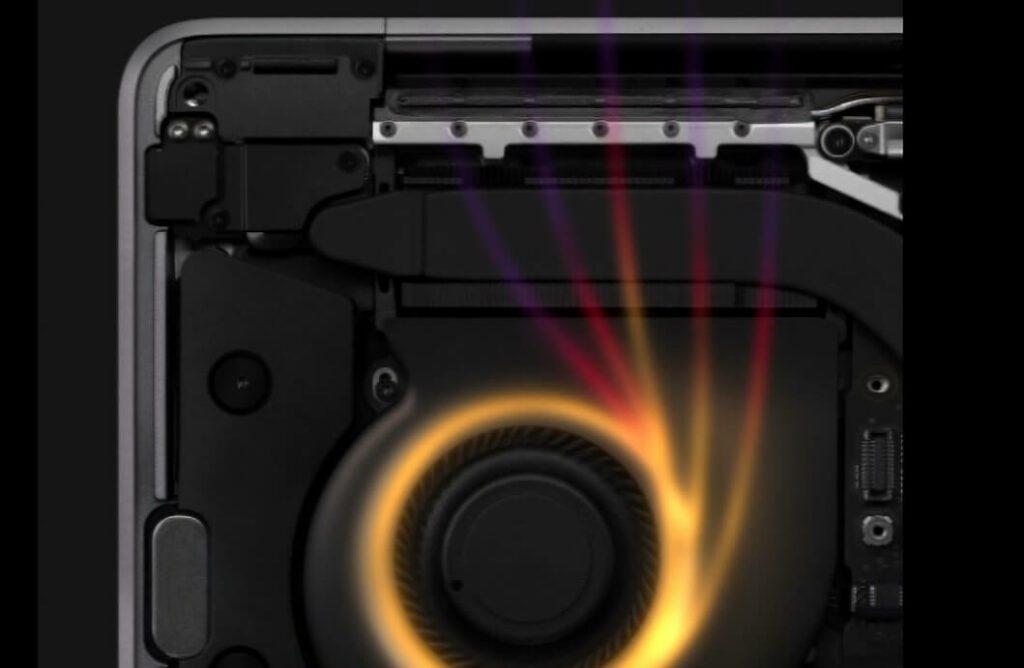 Laut Datenblatt und Apple Werbung hat das MacBook Pro 13 Zoll zwar links und rechts einen Lüfter eingebaut, aber gehört habe ich bis heute noch keinen davon. Und das geht nicht nur mir so…