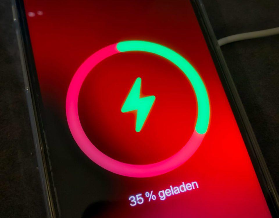 iPhone 12 Pro laden mit dem MagSafe Adapter – meine Messwerte