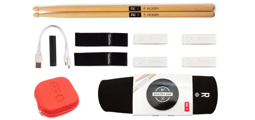 Je nach Senstroke-Box von Redison gibt es mehr oder weniger Zubehör zum Schlagzeugspielen per App. Das gezeigte Set ermöglicht Schlagzeug spielen mit Bluetooth-Sensoren im größten Umfang.