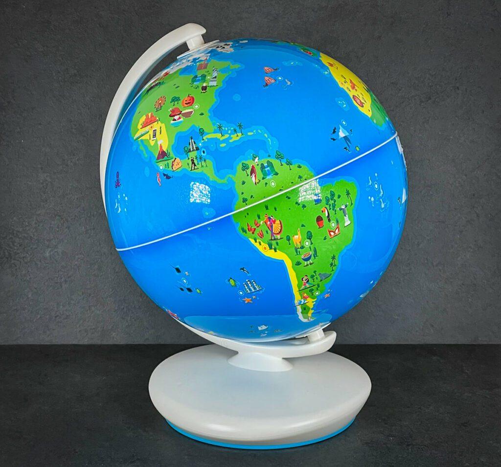Der Shifu Orboot Globus funktioniert im Zusammenhang mit der App und erlaubt Kindern das selbständige Entdecken der Tiere, Kulturen und Länder der Erde (Foto: Sir Apfelot).