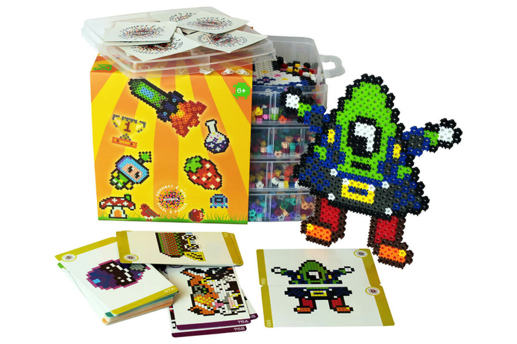 I would recommend the maker kit if you have two kids or want to have childcare. With 4000 Simbrix stones and 20 colors you can let your creativity run free.