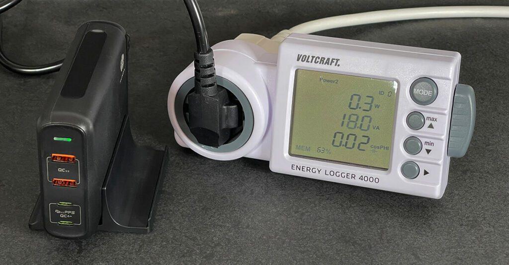 Der niedrige Standby-Stromverbrauch von 0,3 Watt ist keine Besonderheit in dem Sinn, aber eine schöne Ergänzung, die das Netzteil nochmals aufwertet.