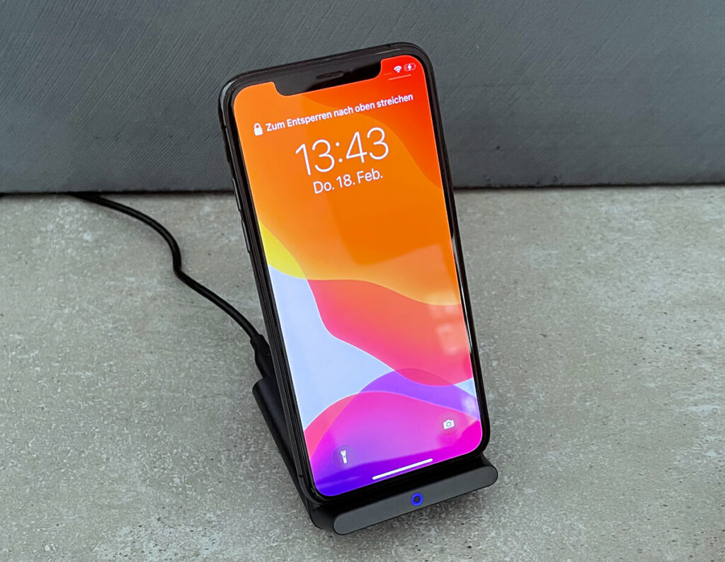 If you only look at the charging time, the Nomad Base Station Pro is no better than an inexpensive Qi charging stand. In terms of comfort, appearance and workmanship, however, it is far better.