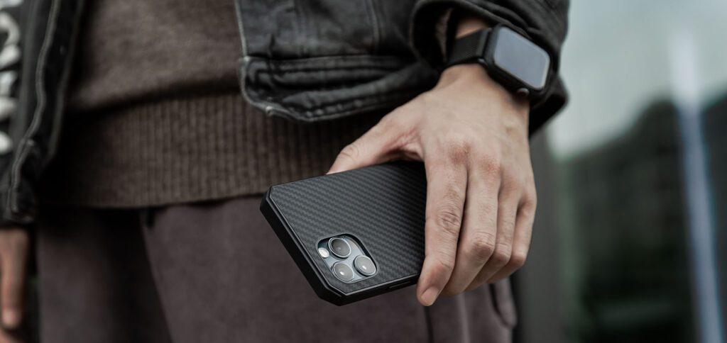 Mit dem aufgezeigten Gutscheincode bekommt ihr das Pitaka MagEZ Case Pro für die iPhone 12 Reihe bei Amazon günstiger. Hier gibt es Details zum Produkt und zur Dauer der Aktion.