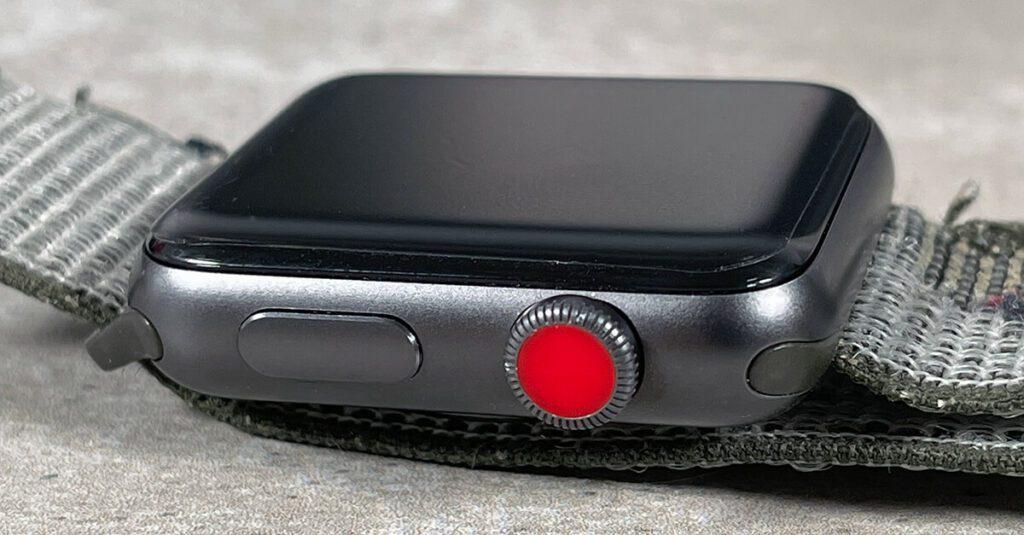 Hier sieht man die matte Schutzfolie auf meiner Apple Watch Series 3 (LTE). Die Folie passt sich an die runden Kanten perfekt an.