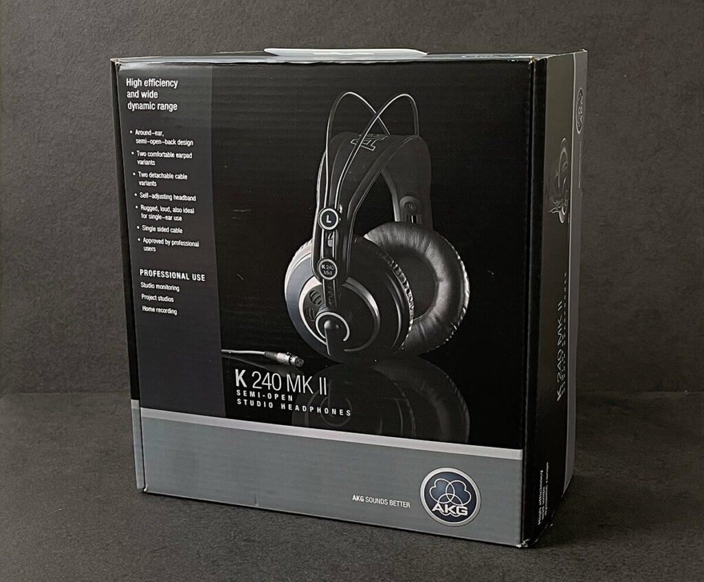 Mit knapp 60 Euro ist der AKG K240 MKII ein sehr preiswerter Studio-Kopfhörer, der jedoch einiges zu bieten hat (Fotos: Sir Apfelot).