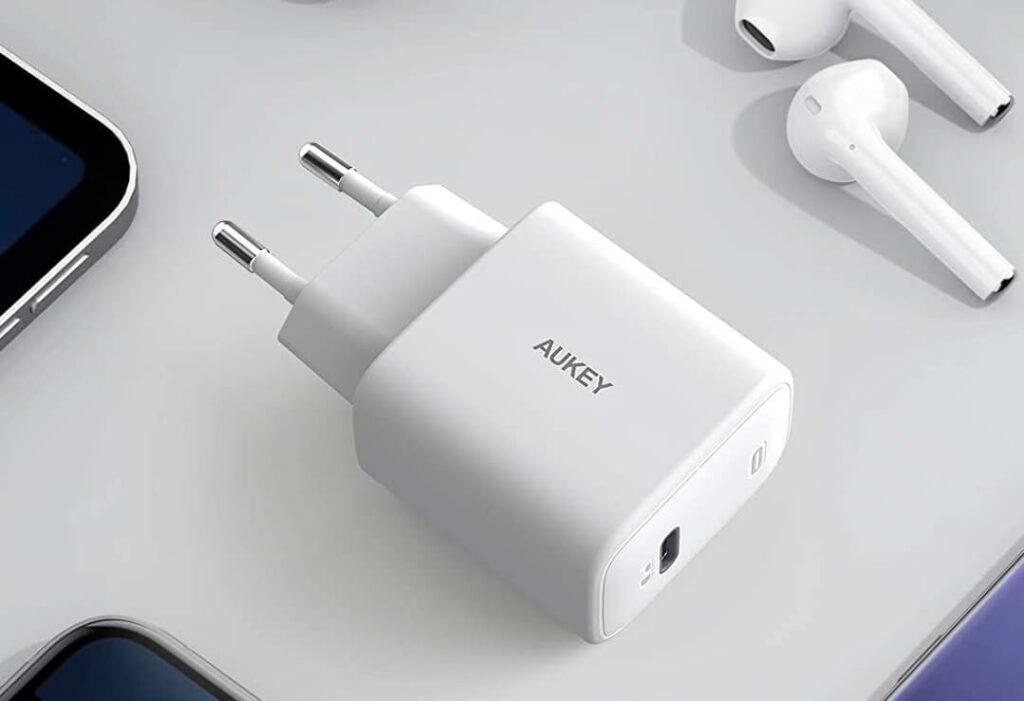 Das 20 Watt Aukey Netzteil bietet einen USB-C-Ausgang, welcher auch USB Power Delivery unterstützt (Foto: Amazon).