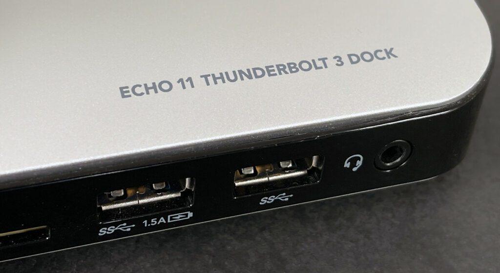 Auf der Vorderseite findet man einen USB-Ladeport, eine Anschlussmöglichkeit für ein anderes USB-3-Gerät und einen Anschluss für ein Headset.