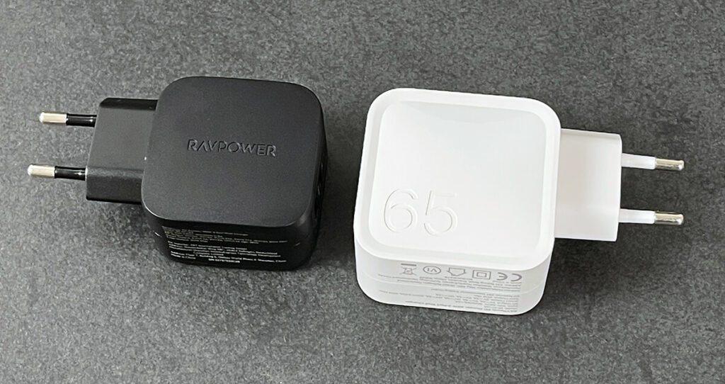Links das RAVPower RP-PC144 mit 30 Watt und rechts das PR-PC133 mit 65 Watt.