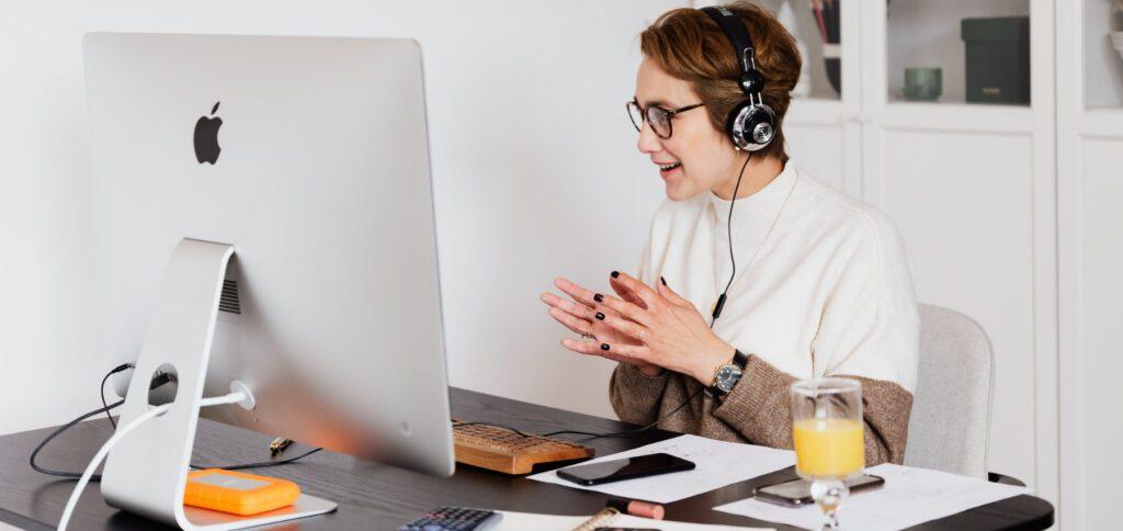Telefonkonferenz am iPhone: Anrufe zusammenführen und verwalten könnt ihr mit der folgenden Schritt-für-Schritt-Anleitung. Zudem gibt es hier Erläuterungen zur Funktion für die Verwaltung von Teilnehmer/innen.