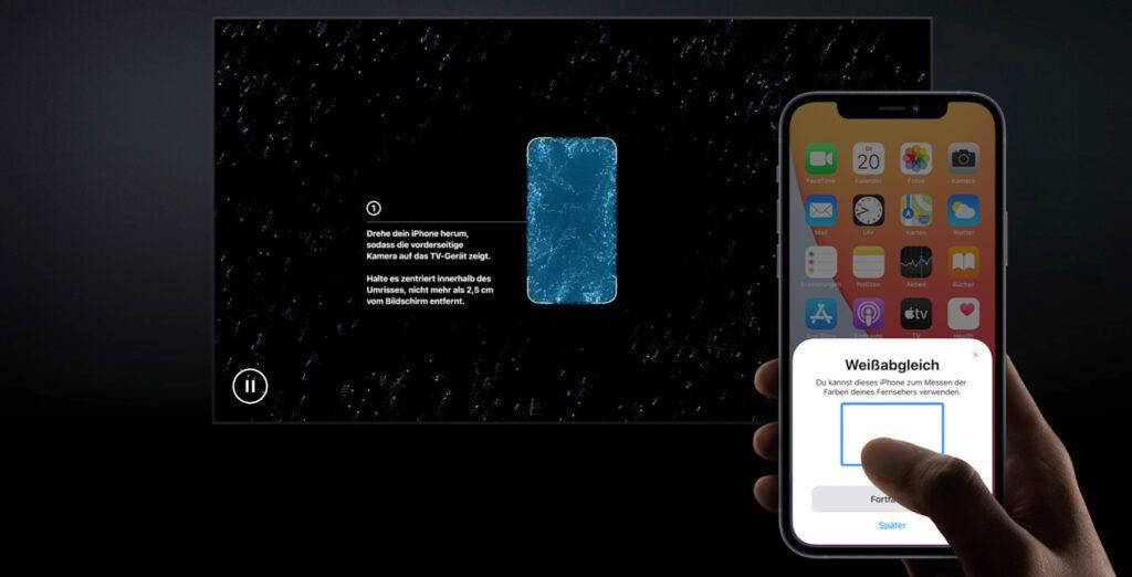 Die neue Farbbalance-Funktion für den Weißabgleich am Fernseher mit Apple TV und iPhone wird durch Meldungen auf beiden Bildschirmen sehr leicht umsetzbar gemacht.
