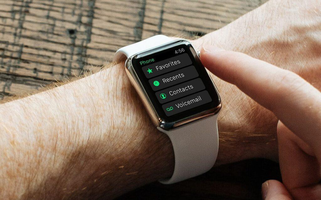 Mit der Apple Watch am Handgelenk hat man Zugriff auf Mitteilungen, E-Mails, Kontakte, Kalendereinträge und vieles mehr (Foto: Bild von Free-Photos/Pixabay).