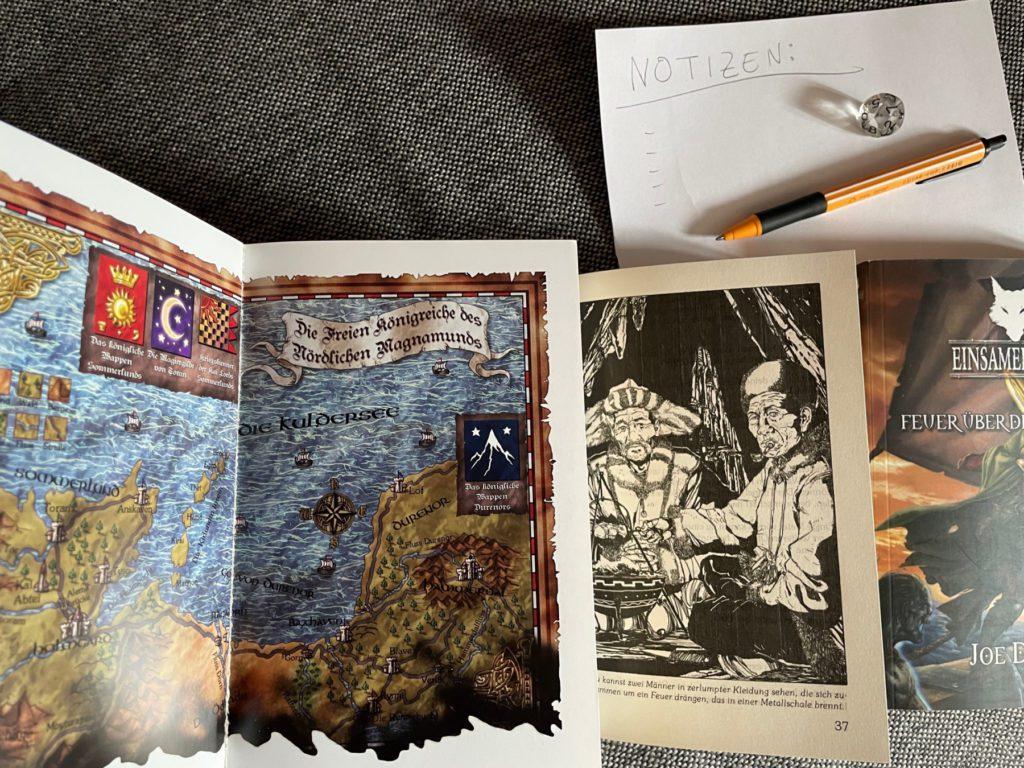 Eine Karte, zahlreiche Illustrationen und weitere Hilfestellungen, welche die Geschichte anschaulich machen, sorgen für eine gewisse Immersion. So macht das Pen-and-Paper Rollenspiel auch mal alleine Spaß.