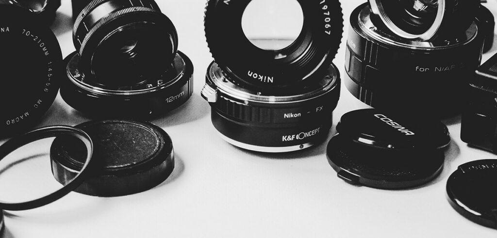 Die Anzahl von Adaptern für Kameras, Objektive, Okulare, Blitzstecker oder ähnliches ist riesig. Hier eine kleine Auswahl davon.