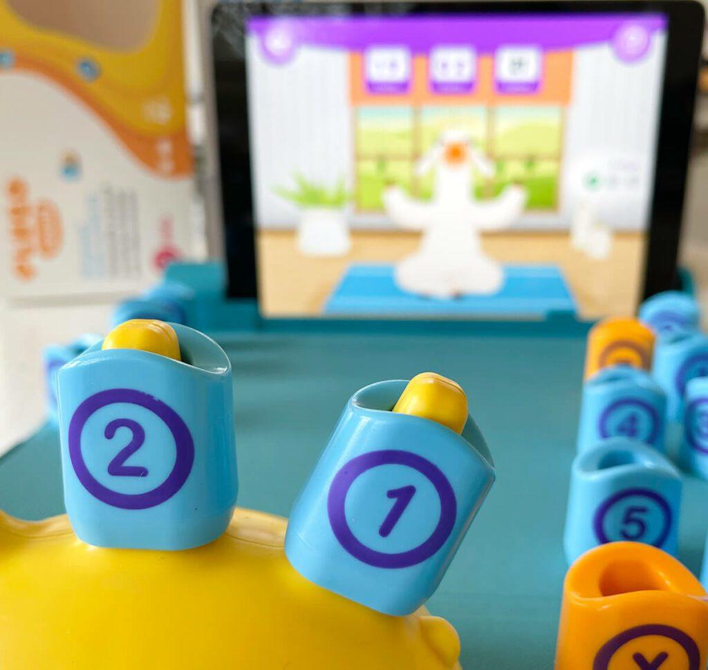 """Das Zusammenspiel zwischen dem """"echten"""" Spiel und der Lern-App von Plugo funktioniert zuverlässig und leicht verständlich (Fotos: Sir Apfelot)."""