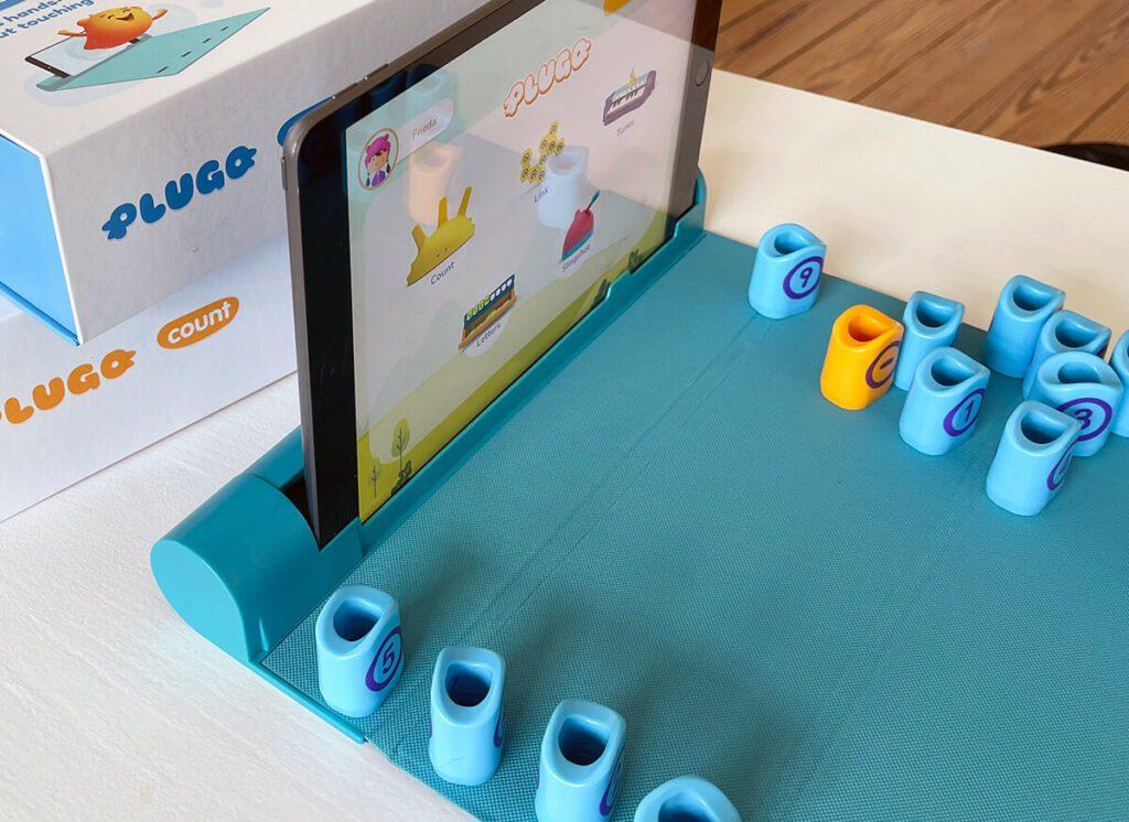 In der faltbaren Spielmatte ist ein iPad-Halter integriert, aber das komplette Set kommt ohne weitere Elektronik aus (Fotos: Sir Apfelot).