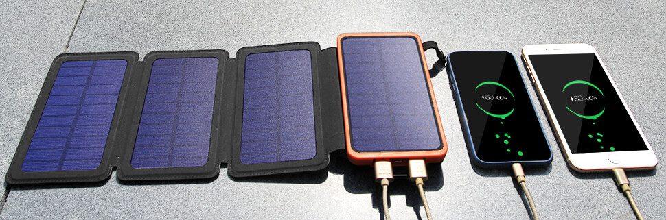 Einige Modelle, wie diese Powerbank von GOODaaa bietet zwar vier Solarflächen, allerdings ist die Stromausbeute immer noch sehr gering und für den Alltag unbrauchbar (Foto: Amazon).