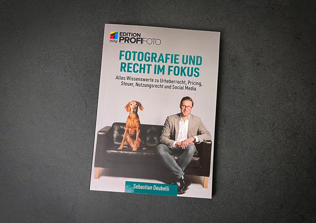 """The book """"Photography and Law in Focus"""" by Sebastian Deubelli is equally interesting for bloggers, photographers, affiliate marketers and companies (photos: Sir Apfelot)."""