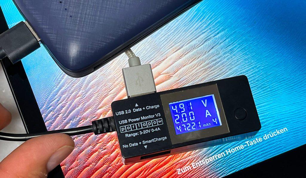 Knapp 10 Watt nutzt mein iPad, um sich aufzuladen – die Powerbank könnte aber durchaus mehr liefern (Fotos: Sir Apfelot).