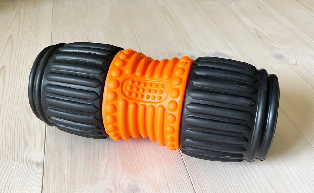 I use the Sapura fascia roll to get a grip on back pain caused by tension (Photos: Sir Apfelot).
