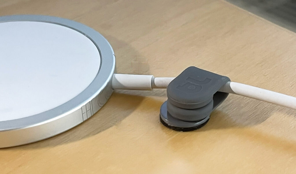 With the MagDrop cable holders, the MagSafe charging puck from Apple can also be held in place.