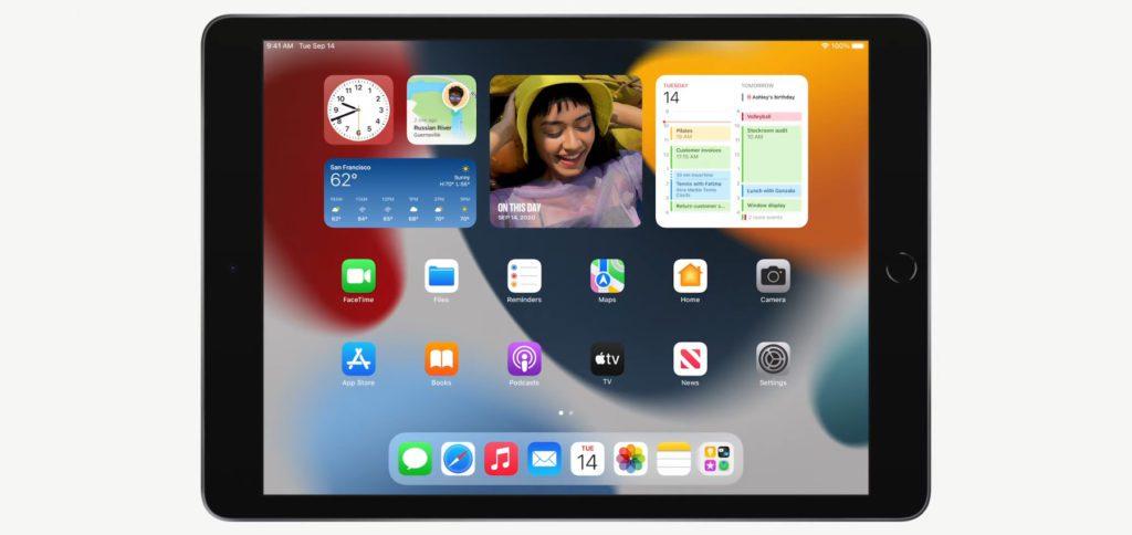 Das Apple iPad der 9. Generation ist zwar vom Design her stehen geblieben, bietet aber dank A13 Bionic Chip 20% mehr Leistung als der Vorgänger. Zudem gibt es eine FaceTime-Kamera mit 122° Weitwinkel-Objektiv und Center Stage.