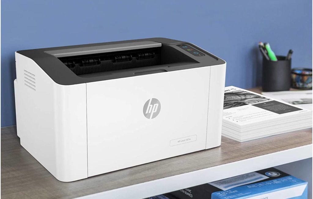 Meine Empfehluing fiel auf den HP Laser 107w – einen Schwarzweiß-Laderdrucker, der auch AirPrint-kompatibel ist und damit vom iPad direkt angesprochen werden kann (Foto: Amazon).
