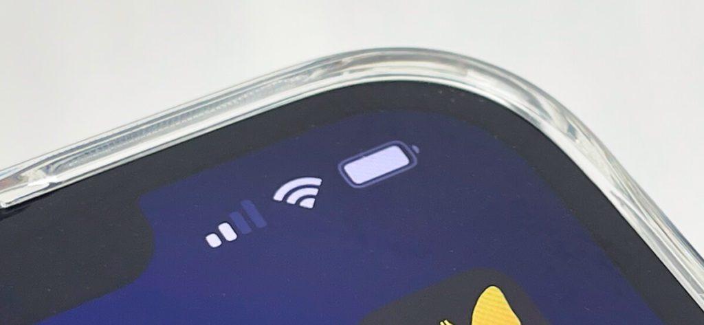 Durch den erhöhten Rand bietet die MagSafe-Hülle von Ringke auch Schutz für das Display – wer mehr benötigt, sollte zu Panzerglas greifen.