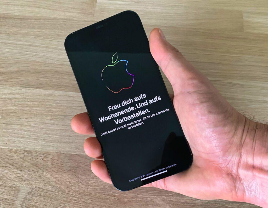 Das zeigt die Apple Store App in den Stunden vor dem Start der Vorbestellungen an. Erst um 14 Uhr ändert sich diese Ansicht und man kann sein iPhone bestellen (Foto: Sir Apfelot).