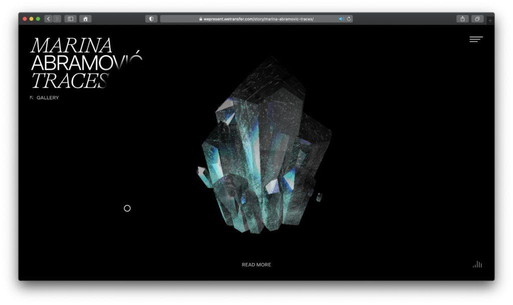 Die Position des Maus-Cursors bestimmt bei diesem Quarz-Kristall die Beleuchtung. Durch Anklicken, Halten und Ziehen kann man ihn drehen. Das funktioniert auch bei den weiteren digital ausgestellten Objekten.