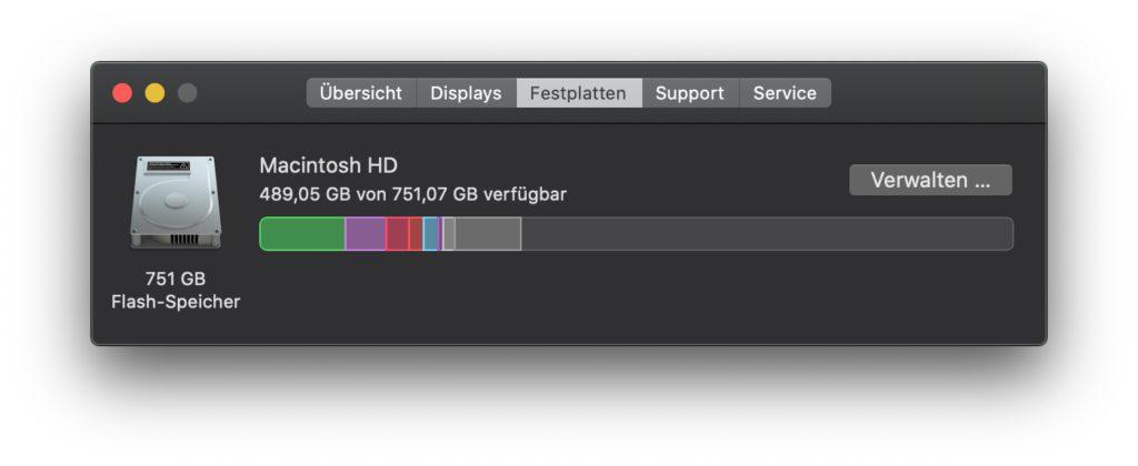 """Im """"Über diesen Mac""""-Menü von macOS erfahrt ihr über den Reiter """"Festplatten"""", wie viel Speicher belegt und wie viel Speicher frei ist. So könnt ihr das macOS-Upgrade auf die Version 12 Monterey planen."""